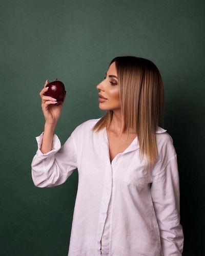 О пользе яблок рассказывает врач-диетолог